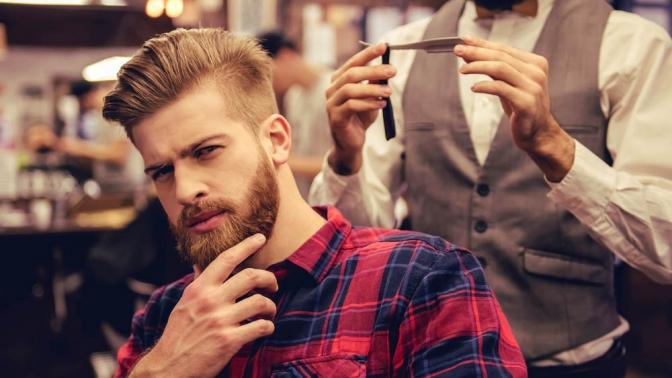 задумчивый бородач в барбершопе